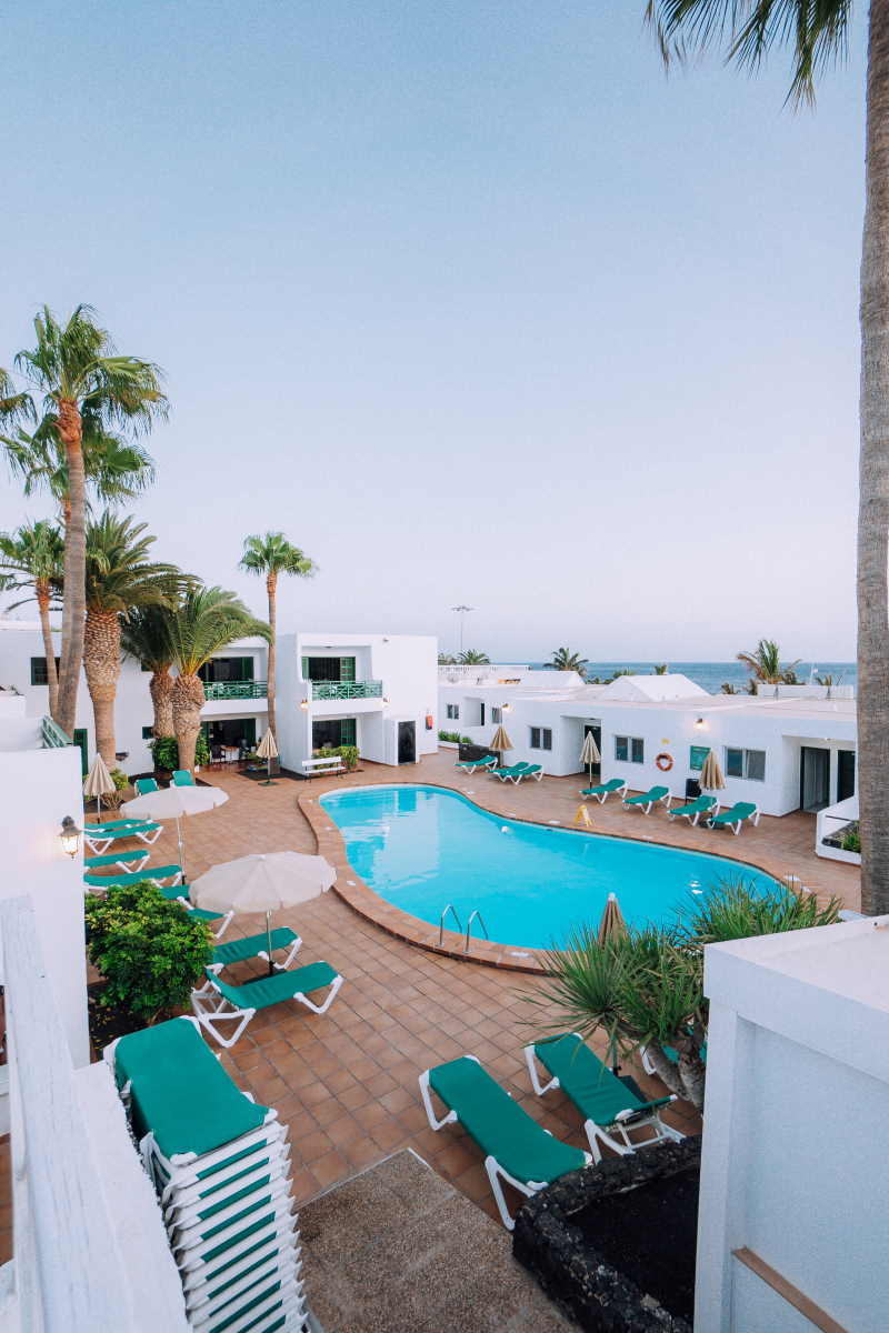 Panoramic view, pool, solarium and hammocks.