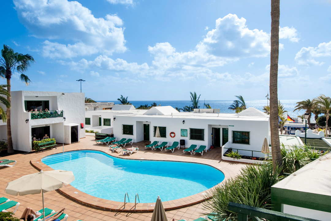 Panoramic view of our swimming pool and solarium.